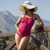 Vientisas maudymosi kostiumėlis su pakietintais kaušeliais NEWPORT cherry / Prancūzija